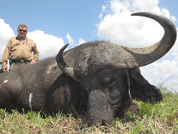 ed-brown-jnr-hunting-highlights-zambeze-delta-safaris-mozambique-professional-hunters-africa