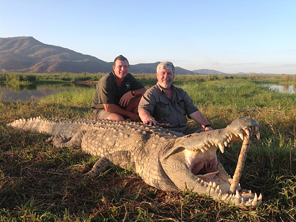 link-and-brooks-smith-hunting-highlights-zambeze-delta-safaris-mozambique-professional-hunters-africa