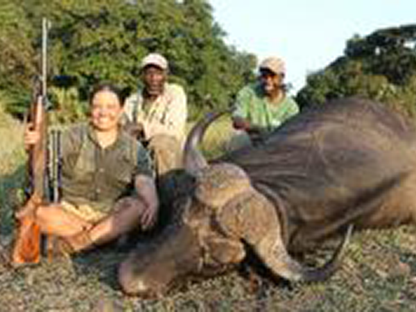 rebekka-wolbert-hunting-highlights-zambeze-delta-safaris-mozambique-professional-hunters-africa