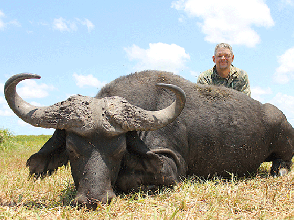 smith-underwood-hunting-highlights-zambeze-delta-safaris-mozambique-professional-hunters-africa